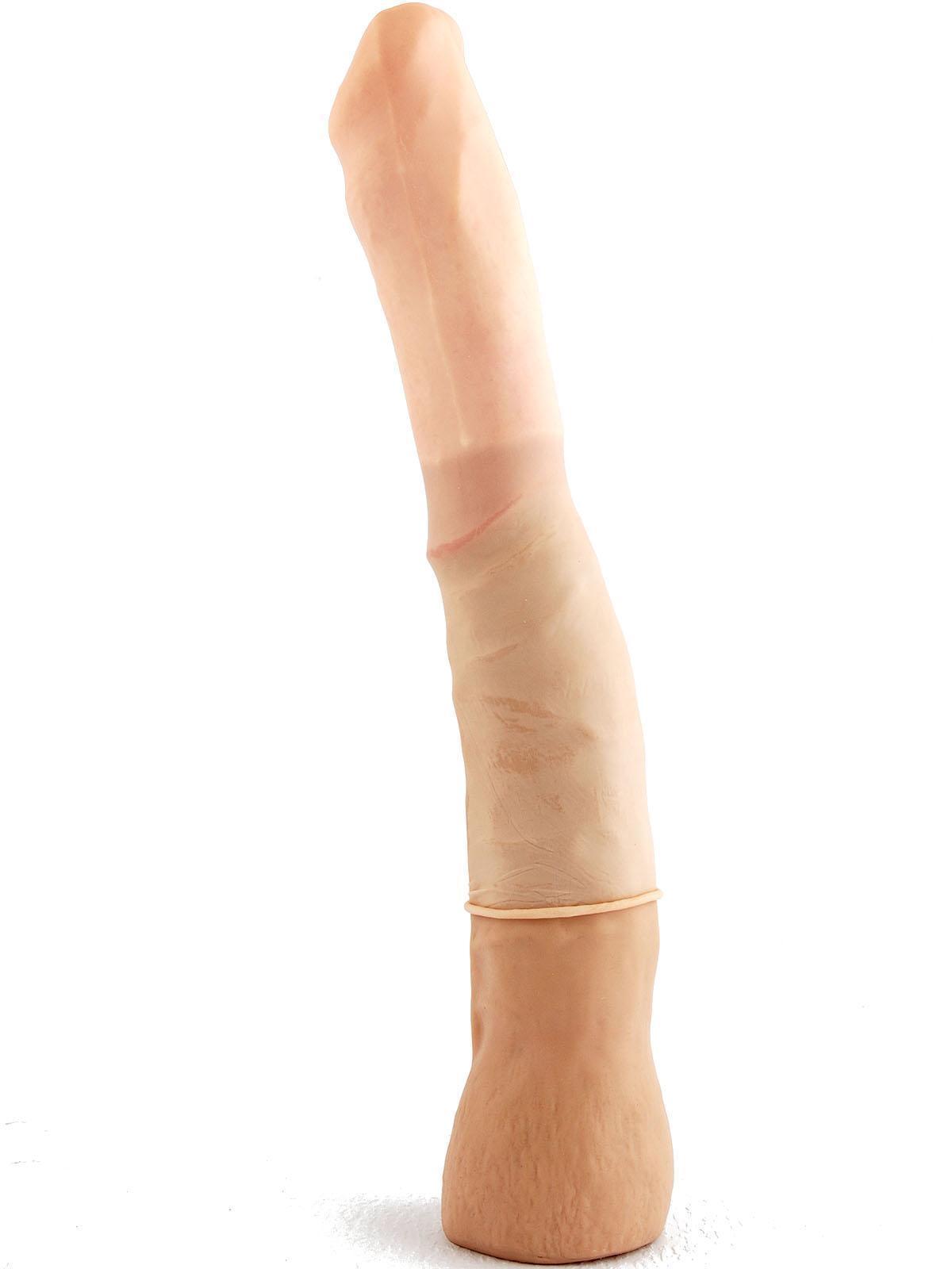 prelungitor al penisului din care poate picura de la capătul penisului